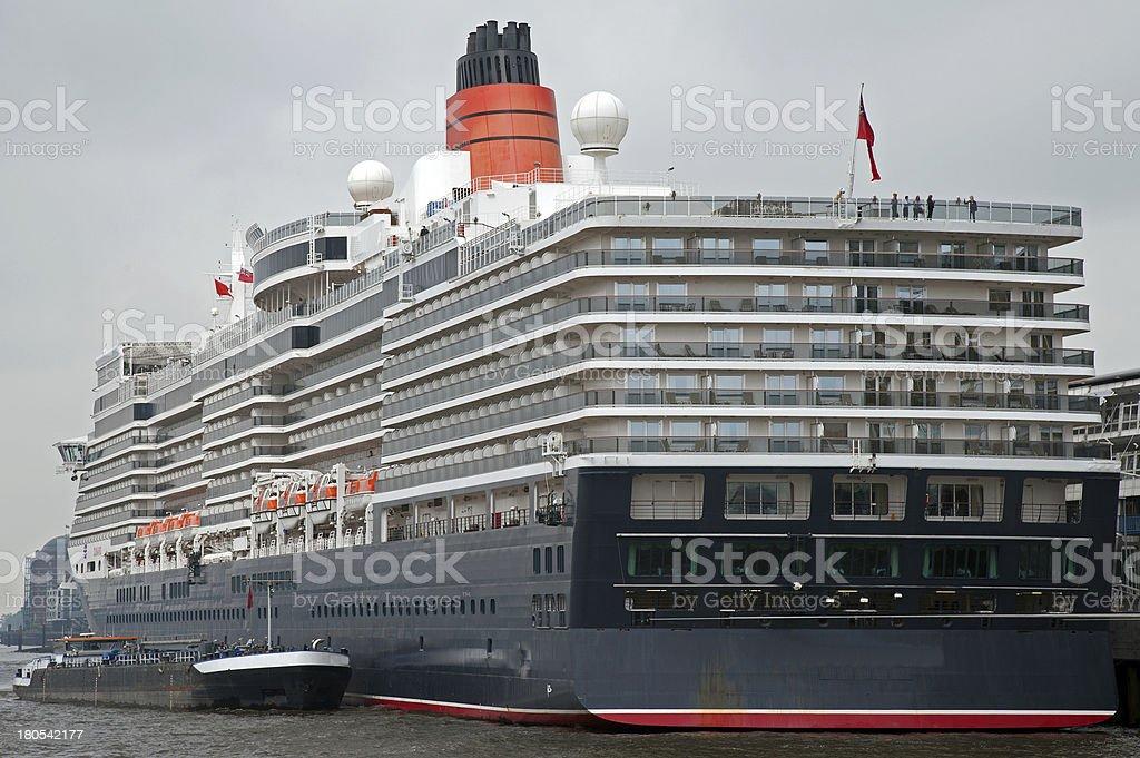 Kreuzfahrtschiff im Hamburger Hafen 2012 royalty-free stock photo