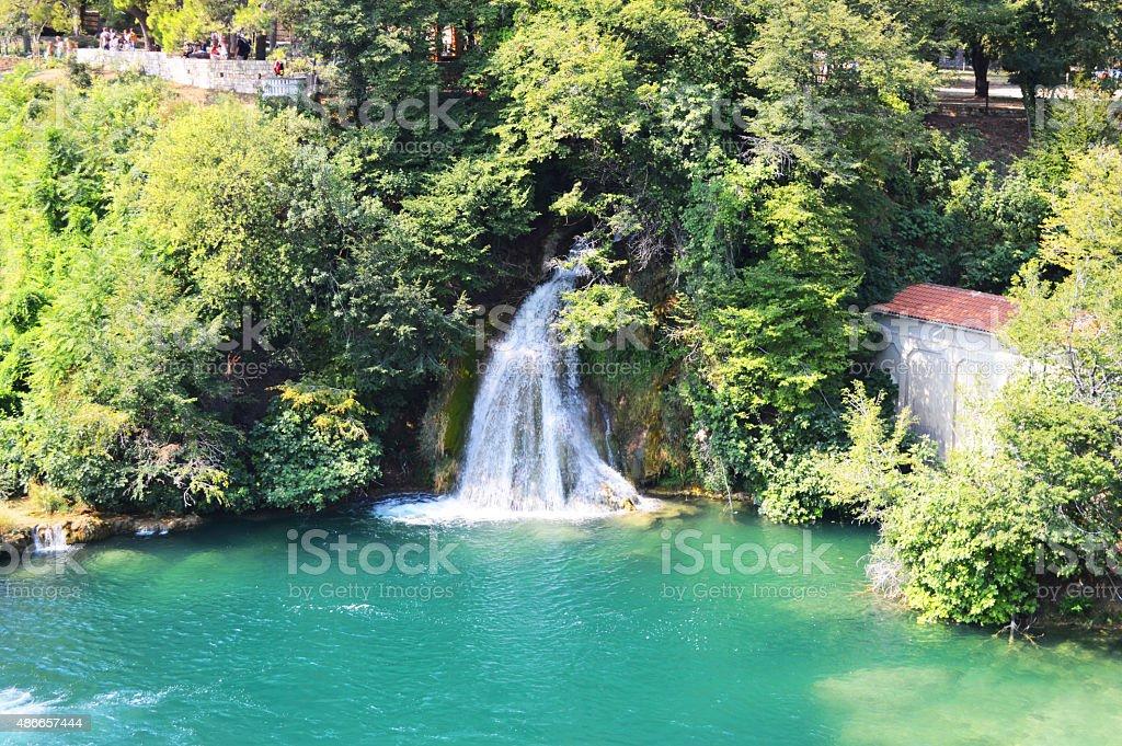 Krka parque lake amd alta cascada en Croacia foto de stock libre de derechos