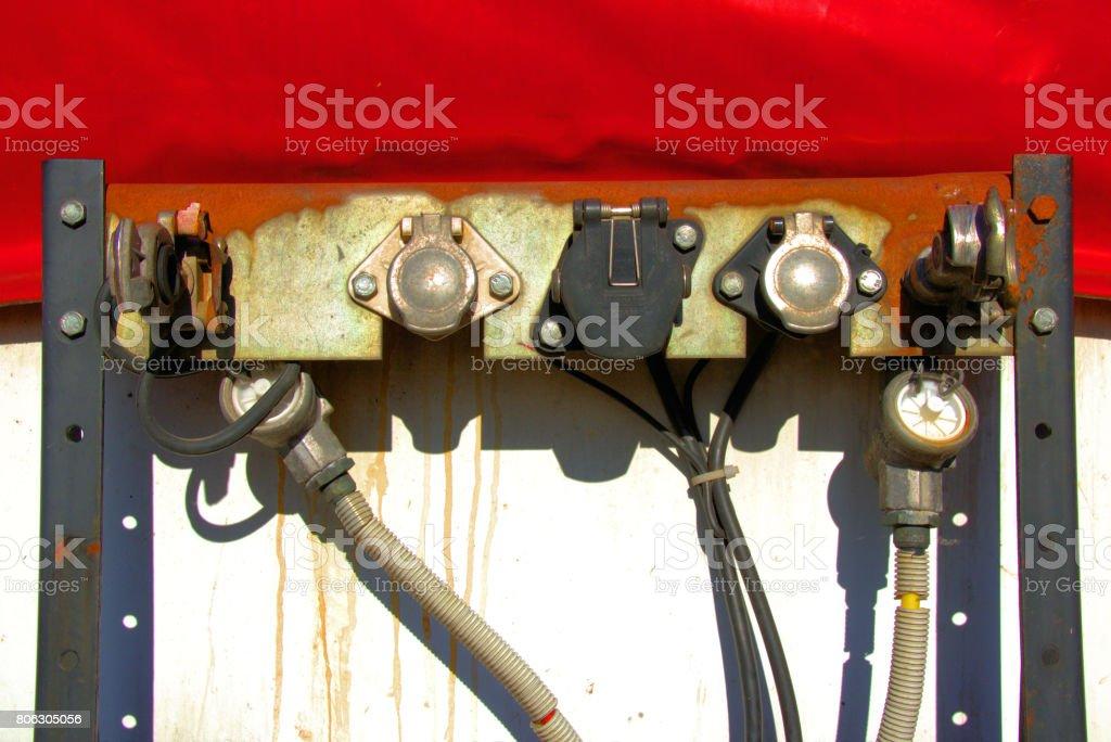 Kupplungen für Strom und Druckluft an einem LKW stock photo
