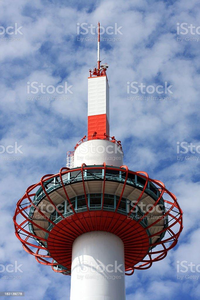 Kyoto tower gegen Himmel und Wolken Lizenzfreies stock-foto