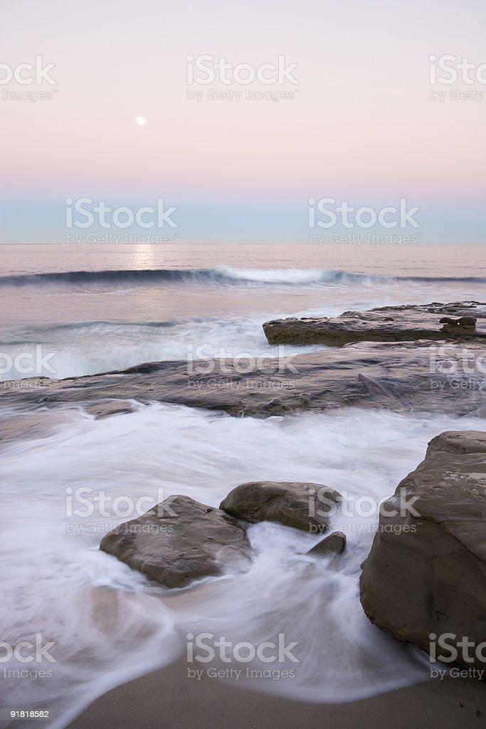 La Jolla Shoreline en el crepúsculo foto de stock libre de derechos