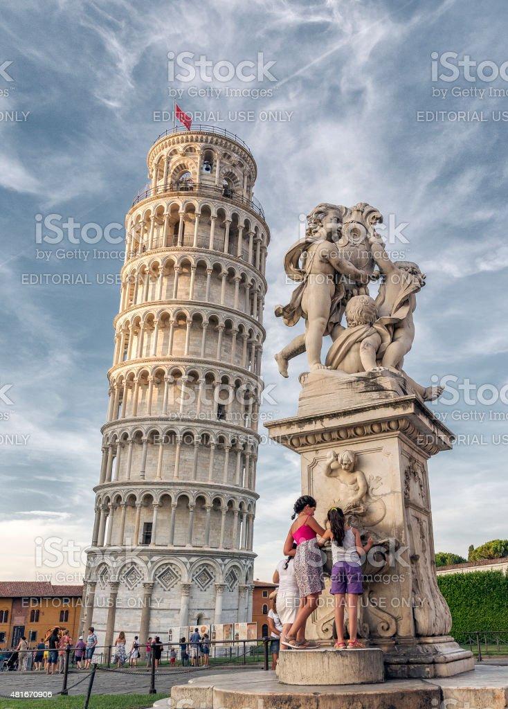 La torre di Pisa e la Fontana dei Putti stock photo