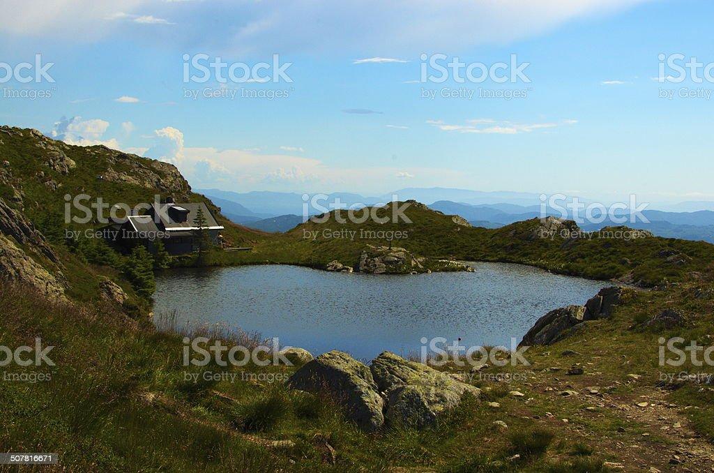 Lac sur la montagne stock photo