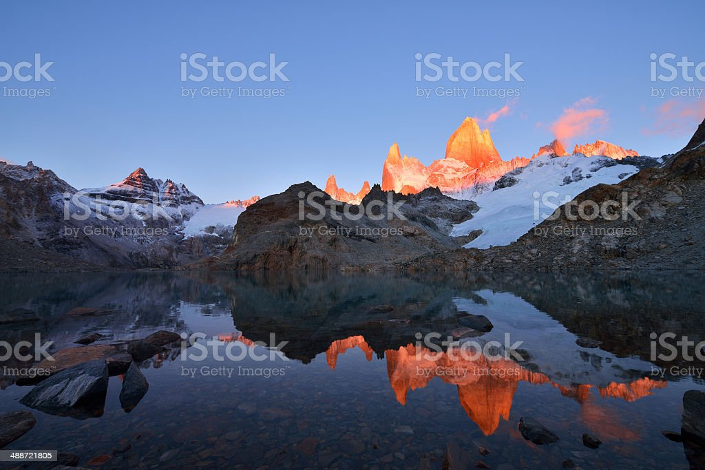 Laguna de Los Tres and mount Fitz Roy at sunrise stock photo