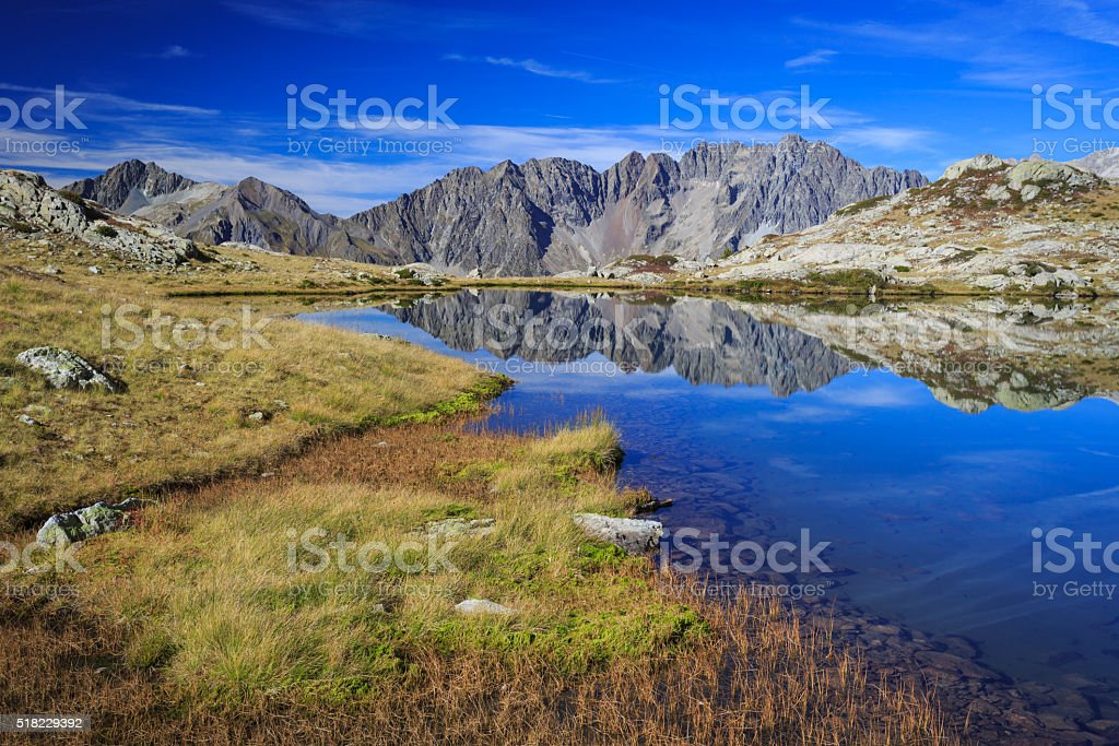 Lac Petarel dans le Parc National des Ecrins. stock photo