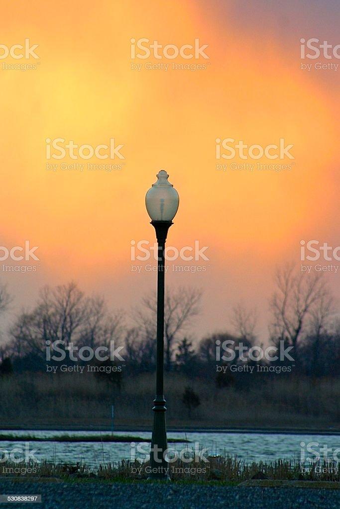 Lampe post au coucher du soleil photo libre de droits
