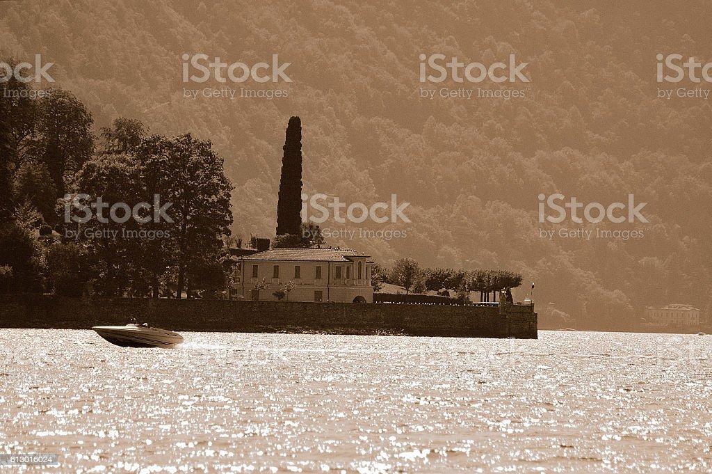 lancha en el lago de como stock photo