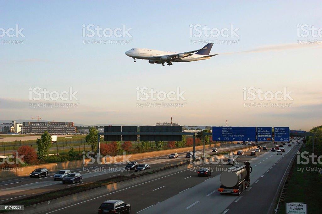 Land- und Luft-Verkehr  am Frankfurter Flughafen stock photo