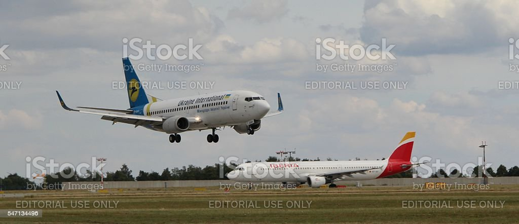 Landing Boeing 737 royalty-free stock photo