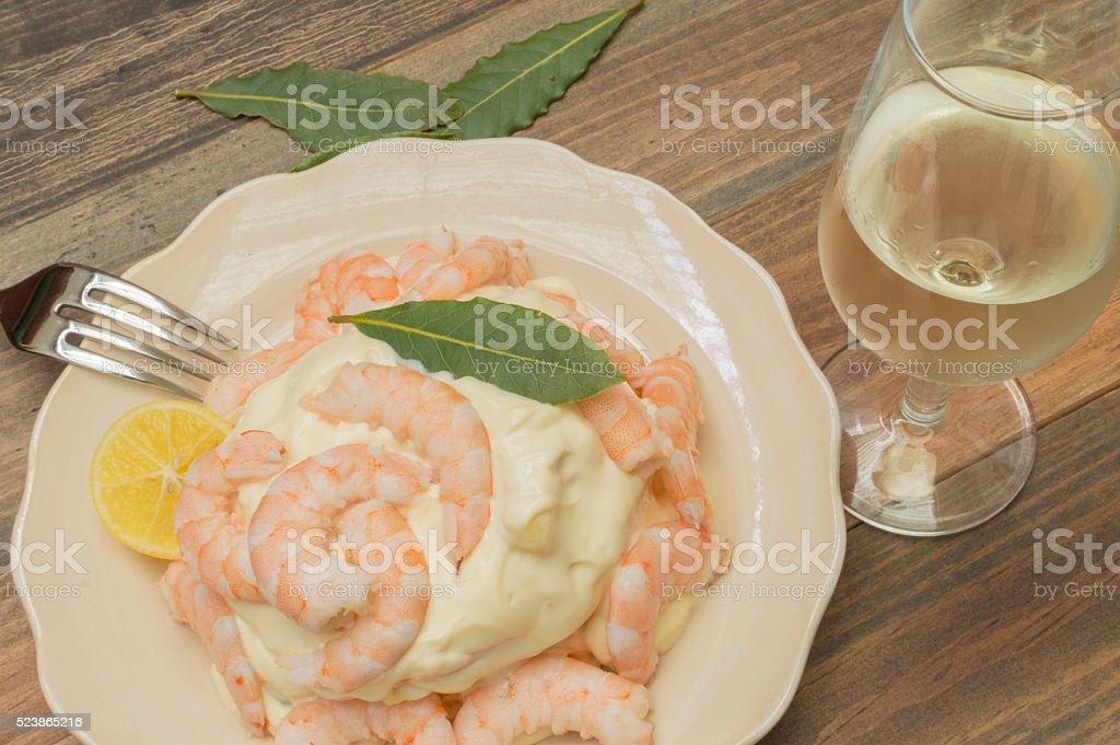 Langostinos con mayonesa photo libre de droits