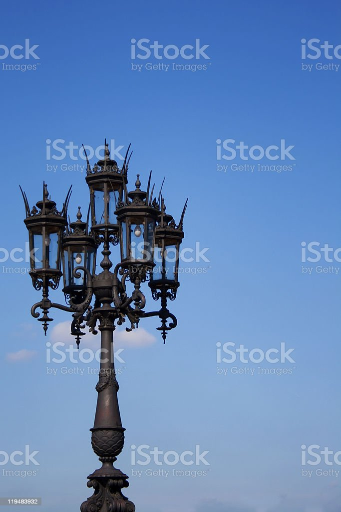 Linterna sobre cielo azul foto de stock libre de derechos