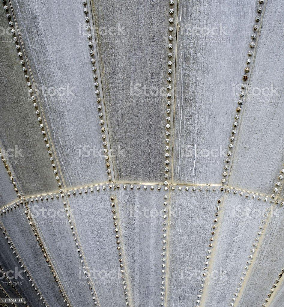 De métal industrielles entonnoir avec boulons photo libre de droits