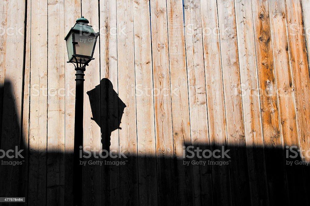 Laterne vor Bretterwand stock photo