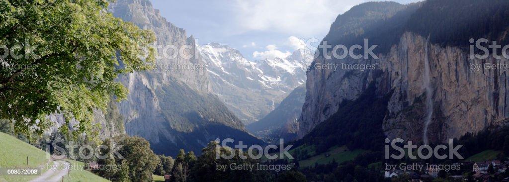 Lauterbrunnental mit Staubbachfall von oberhalb Lauterbrunnen - Pano stock photo