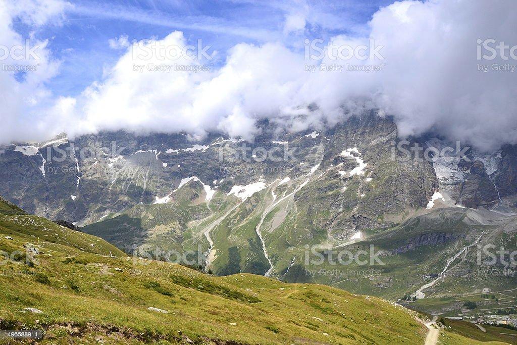 Le cime che dominano Cervinia stock photo
