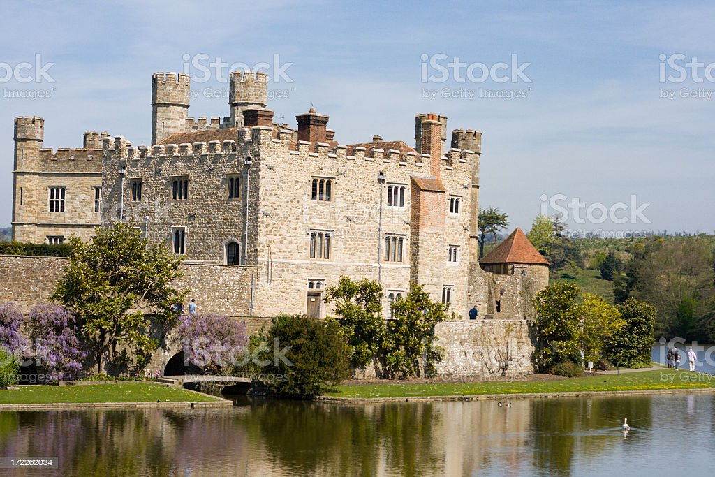 Leeds Castle, surrounded by trees and a clear body of water stock photo