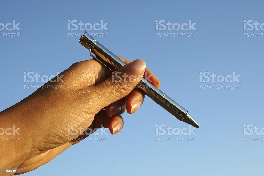 Gauche, Main tenant un stylo et signer un contrat photo libre de droits