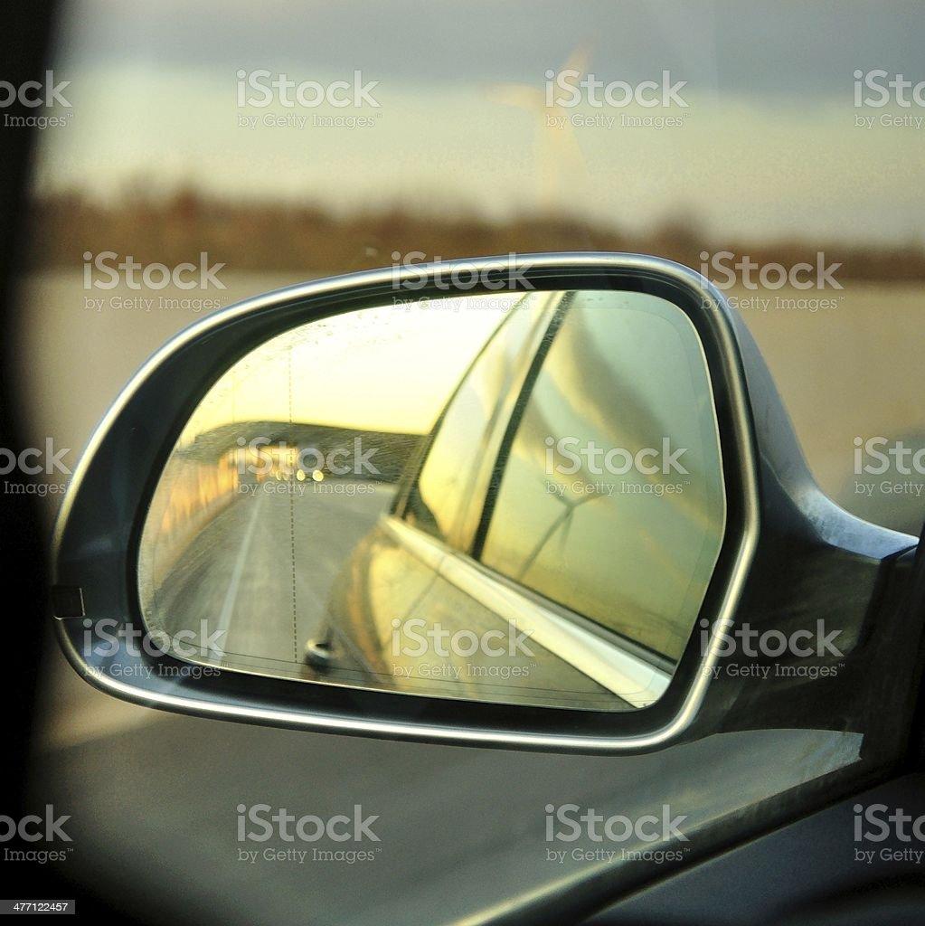 Lewej stronie, w tylnej wizja lustro samochodu zbiór zdjęć royalty-free