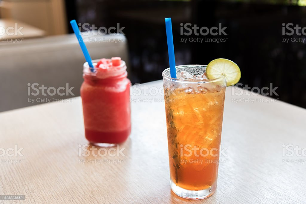 Zitronen-Eistee mit Wassermelone-smoothie Lizenzfreies stock-foto