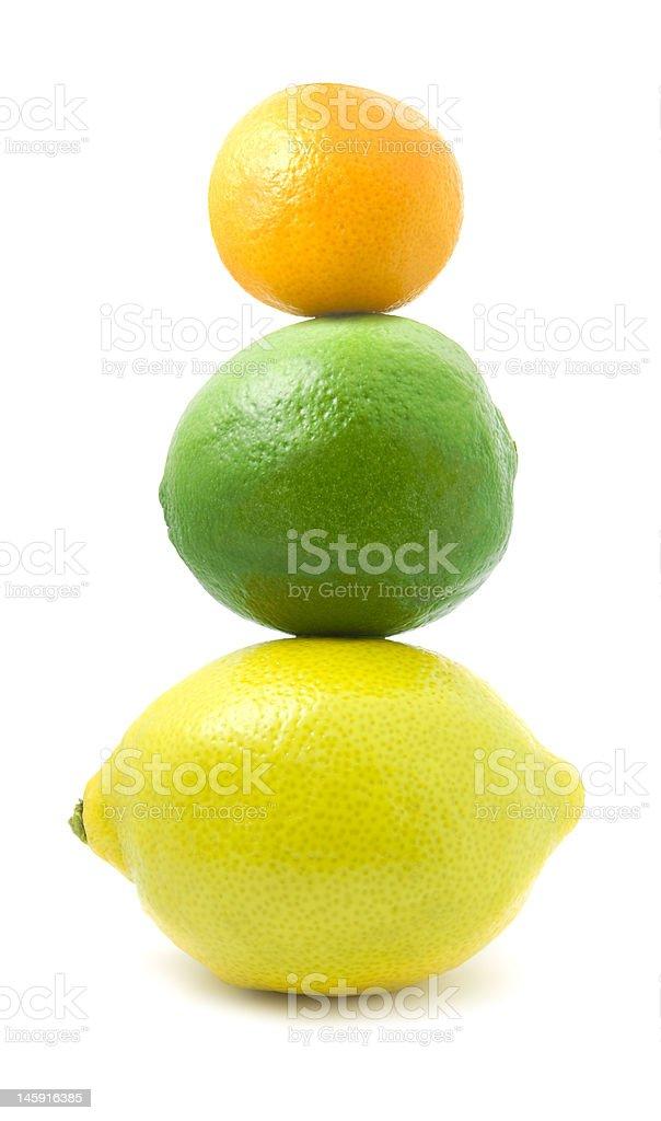 Citron, citron vert et petits mandarine dans une pile. photo libre de droits