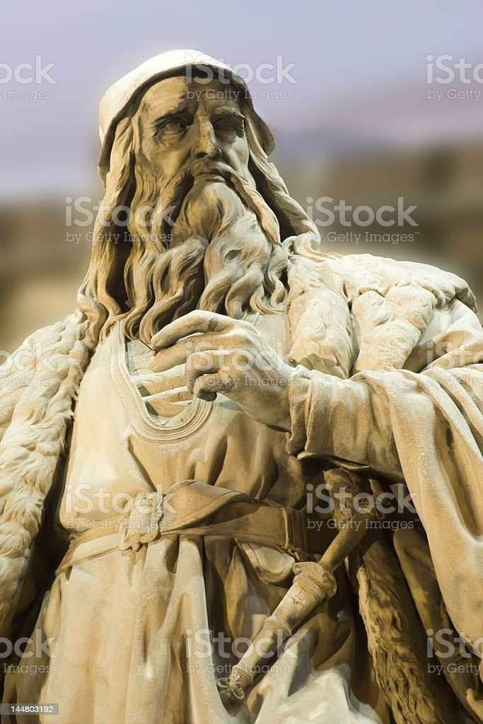 leonardo da vinci statue - vienna stock photo