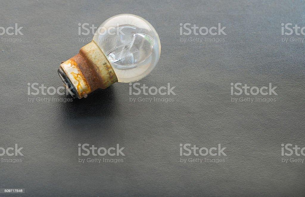Glühbirnen auf Leder-Hintergrund Lizenzfreies stock-foto