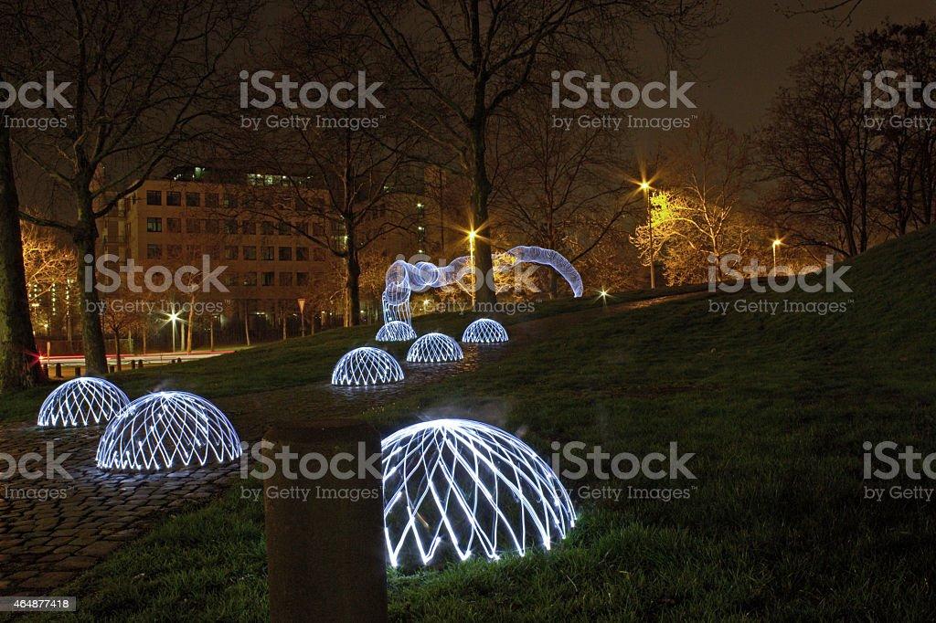 Pintura com luz cúpulas e worms no Parque durante a noite foto de stock royalty-free