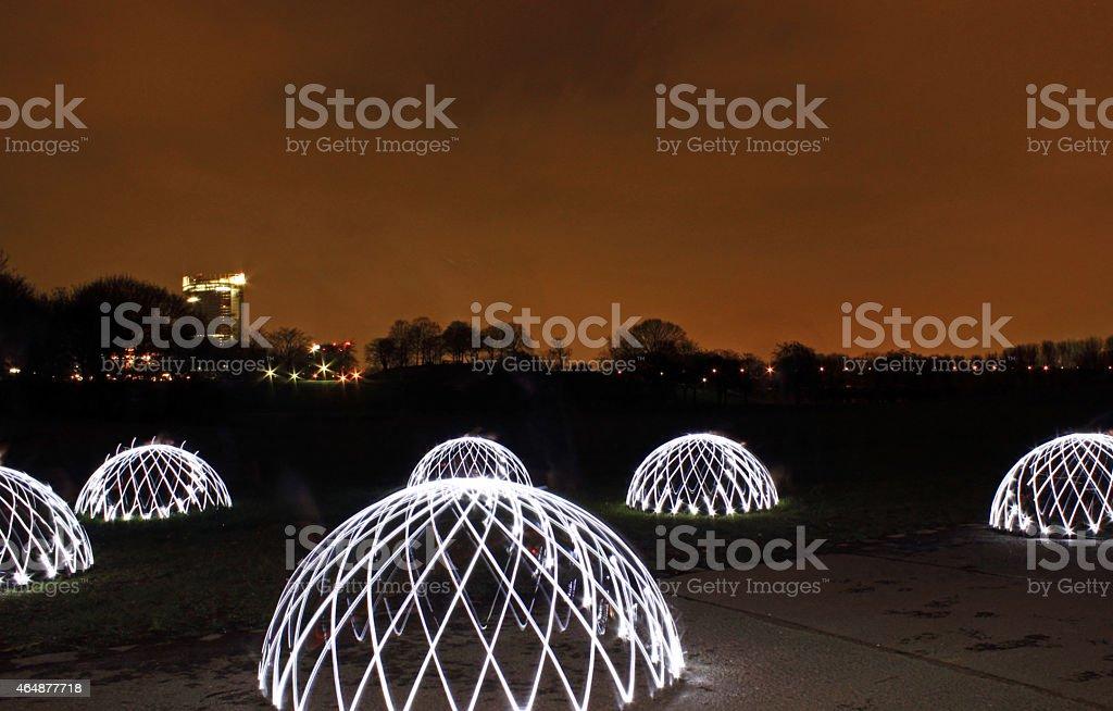 Pintura com luz cúpulas no Parque durante a noite foto de stock royalty-free