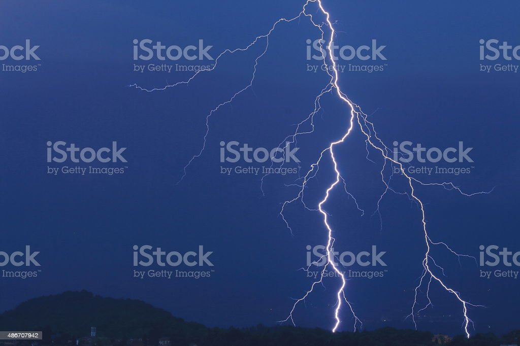 fulmine tra le nubi (lightning in the clouds) stock photo