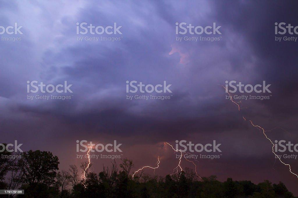 Fulmini in colori nuvole foto stock royalty-free
