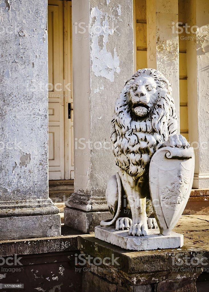 Löwe-guard der Ruine palace. HDR-Foto Lizenzfreies stock-foto