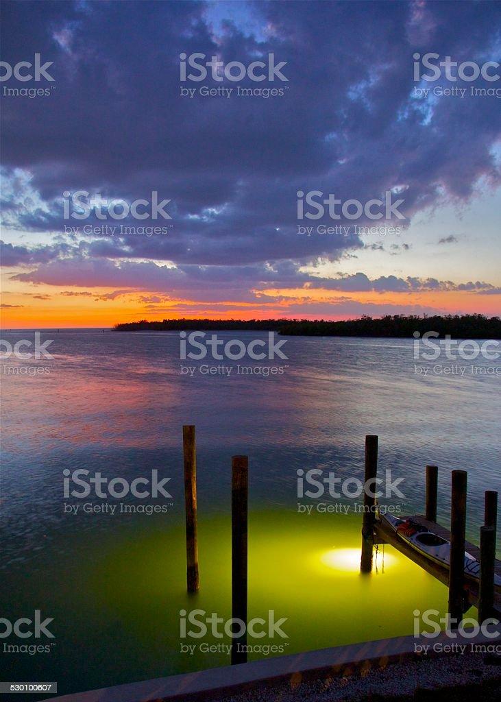 Éclairage accueil incroyable coucher de soleil sur la mer photo libre de droits