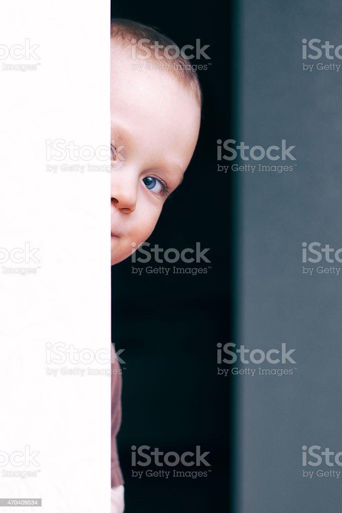 Algo hermoso Niño jugando foto de stock libre de derechos