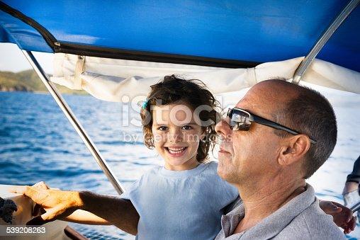 папа и сын плывут на лодке по течению 30 мин