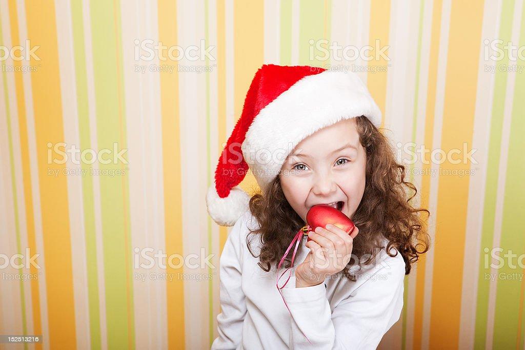 Petite fille en-cas légers un cœur photo libre de droits