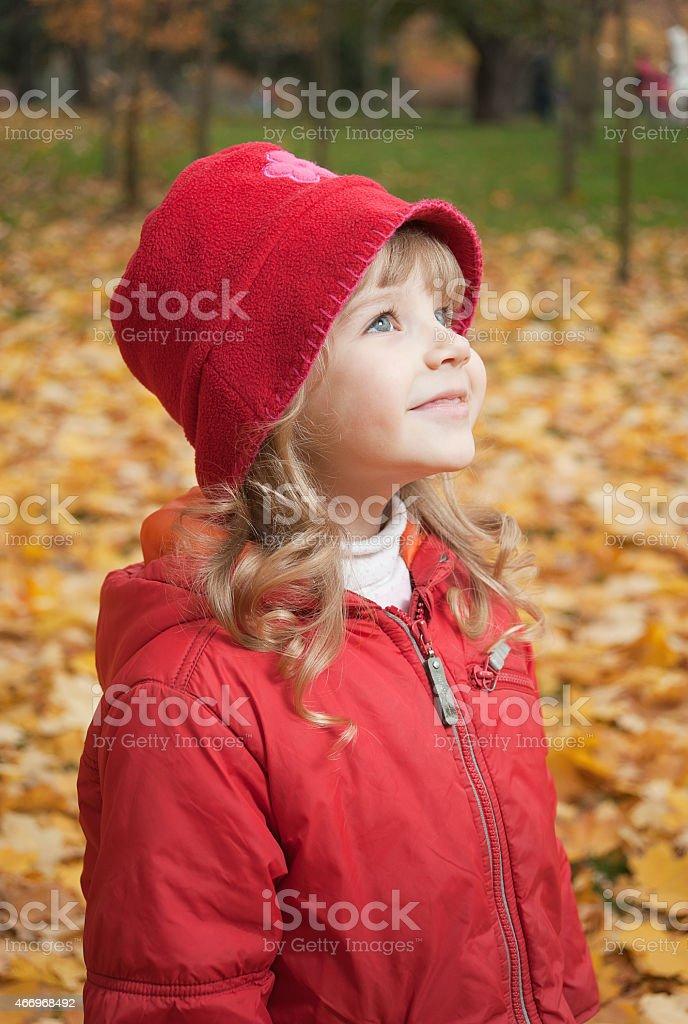 Kleine Mädchen im roten Mütze Lizenzfreies stock-foto