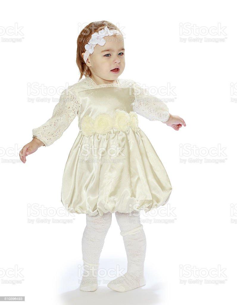 Petite fille agitant sa photo libre de droits