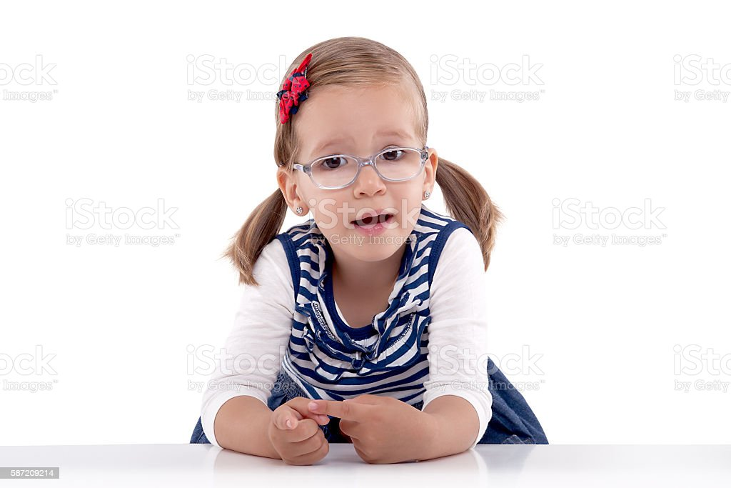 Little girl with glasses counting on fingers photo libre de droits