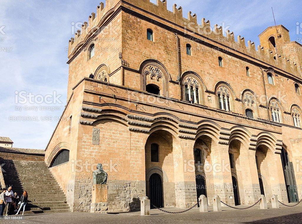 Local people gathering by Palazzo del Capitano del Popolo, Orvieto stock photo