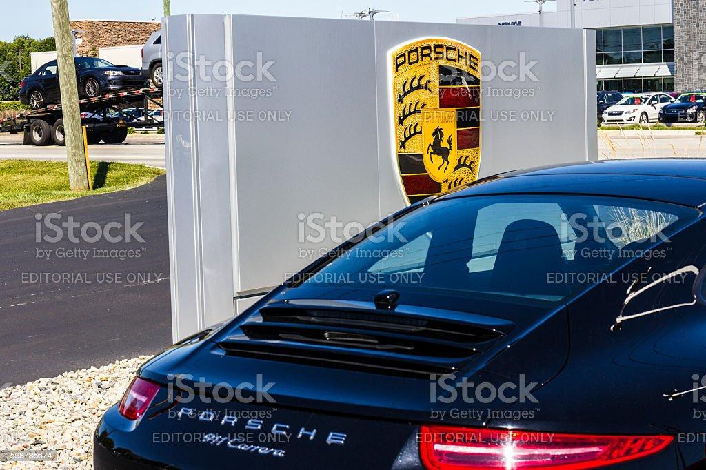 Local Porsche Dealership Displying a New 911 I photo libre de droits