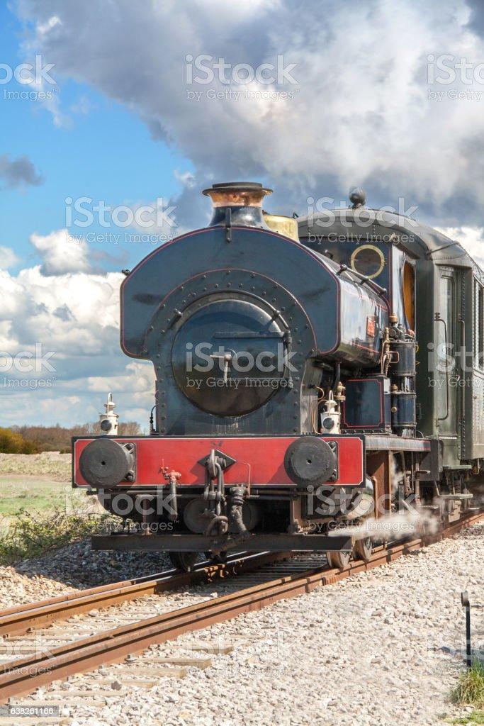 Locomotive à vapeur dans la campagne stock photo