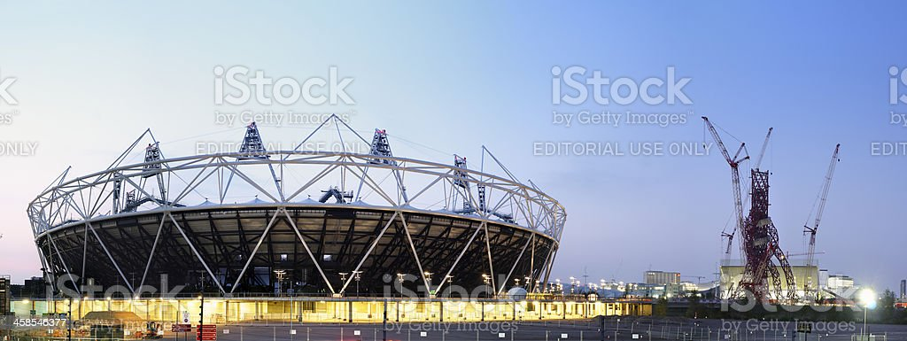London 2012 Olympic Stadium and Sculptural observation platform under construction stock photo