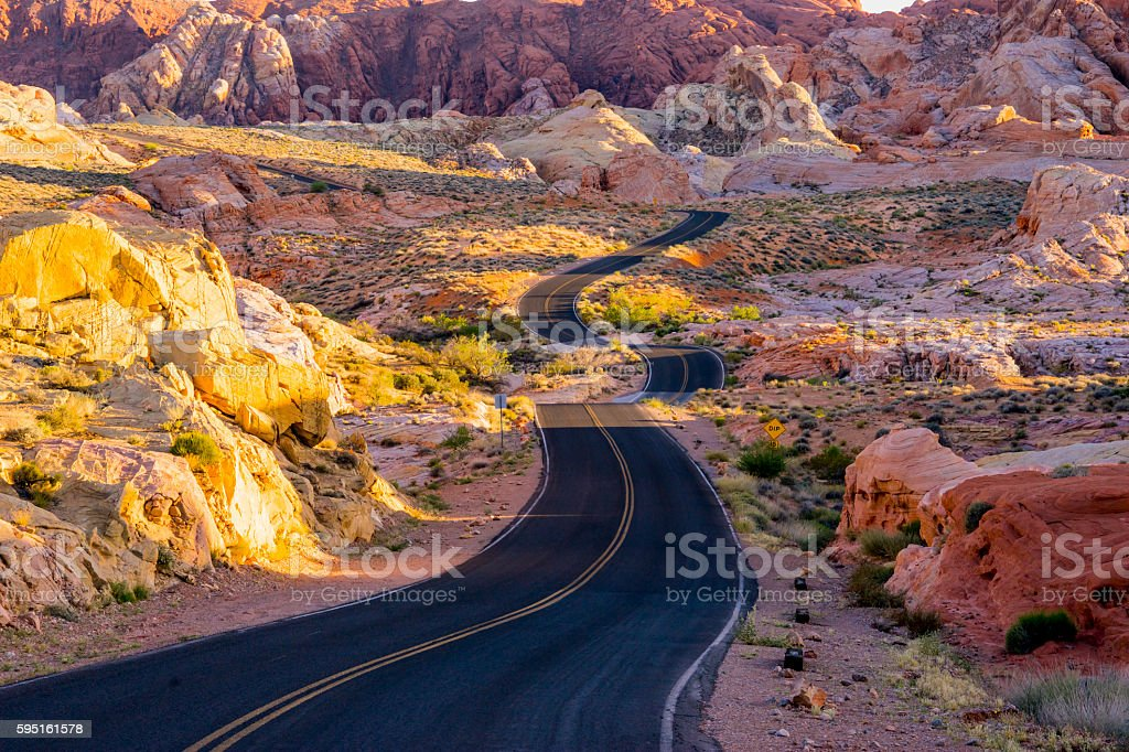 Lonesome road through the Valley of Fire Lizenzfreies stock-foto