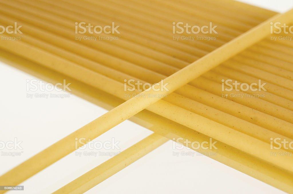 Long Maccheroni Pasta in linea modello a specchio foto stock royalty-free