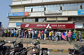 Long Queue Outside Axis Bank to Withdraw New Indian Currency