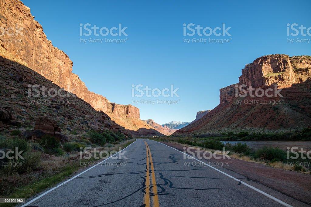 Long road going into distance; road trip Lizenzfreies stock-foto