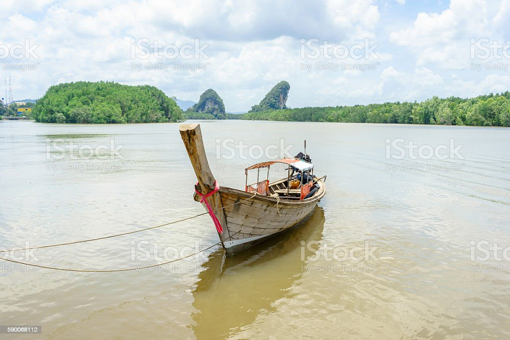 Long tail boat in river in Krabi, Thailand photo libre de droits