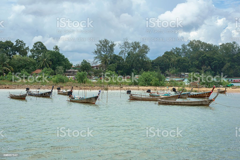 Long tail boats at Ao Nammao pier in Krabi, Thailand photo libre de droits