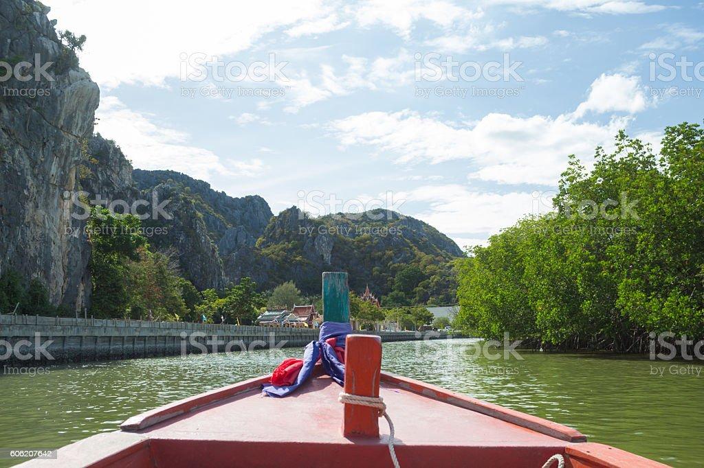 long tail fishing boat floating in a riverside country Стоковые фото Стоковая фотография