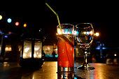 longdrink and wine glas